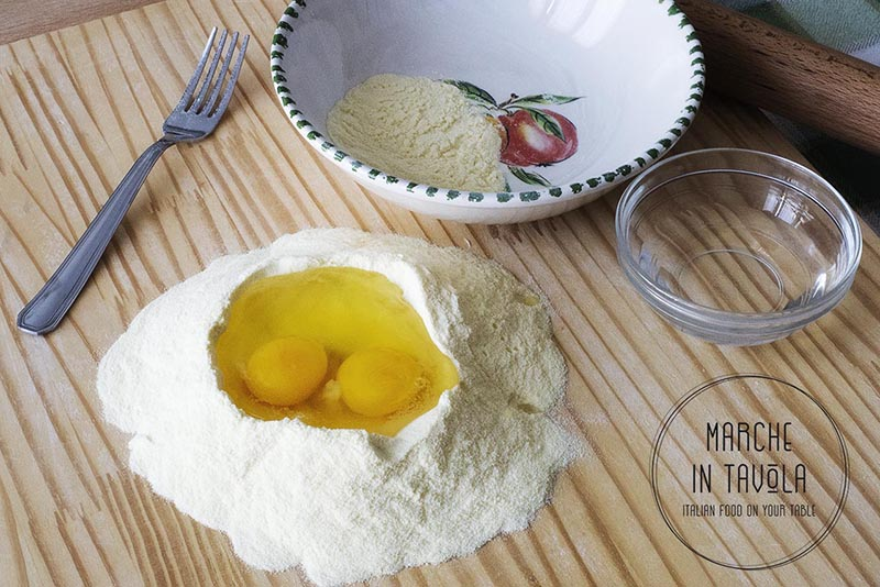 Tagliatelle al tartufo - prepariamo le uova