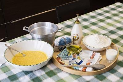 Inserimento del formaggio - Crescia di Pasqua Marchigiana